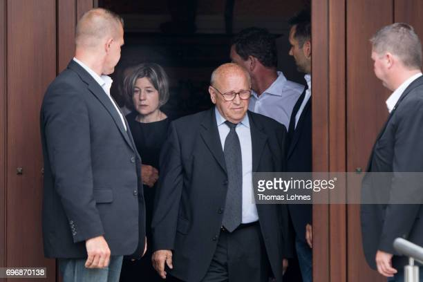 Maike RichterKohl and the Helmut Kohls chauffeur Eckhard Seeber stand in the eentrance door of the house of former German Chancellor Helmut Kohl in...
