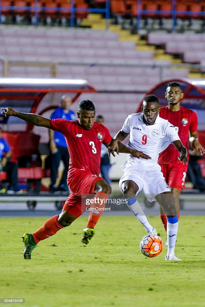 Maikel Reyes of Cuba (R) runs for the ball during the match between Cuba and Panama as part of the Copa America Centenario Qualifiers at Rommel Fernandez Stadium on January 08, 2016 in Panama City, Panama.