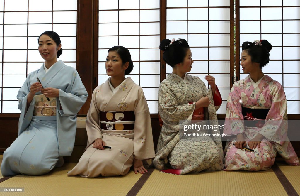 Geiko In Kyoto Prepare For New Year