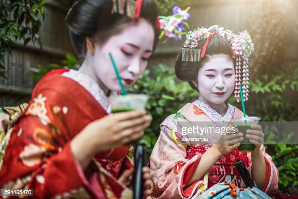 Maikos having green tea in Gion