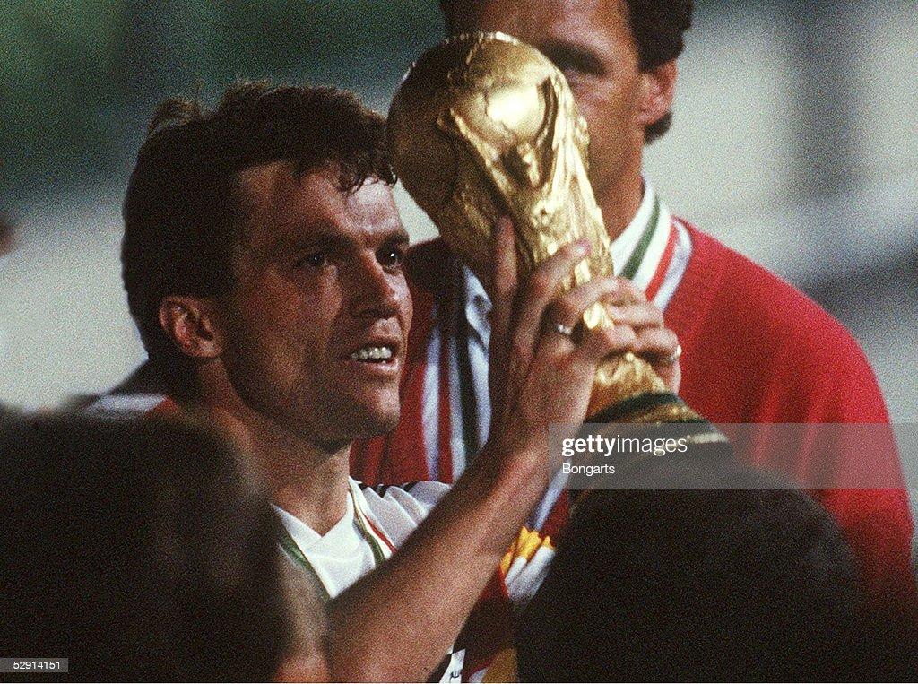 FUSSBALL: WM 1990 FINALE GER : News Photo