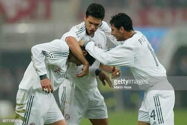 LEAGUE 02/03 Mailand AC MAILAND FC BAYERN MUENCHEN 11 TOR JUBEL Michael TARNAT und Michael BALLACK und Claudio PIZARRO/Bayern