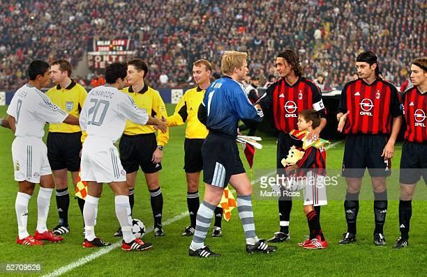 LEAGUE 02/03 Mailand AC MAILAND FC BAYERN MUENCHEN 21 BEGRUESSUNG VOR DEM SPIEL