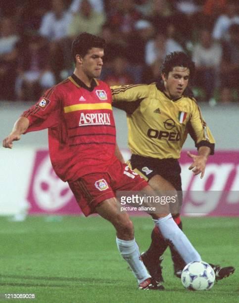 Mailands Mittelfeldspieler Massimo Ambrosini attackiert den ballbesitzenden Leverkusener Mittelfeldakteur Michael Ballack . Der italienische...