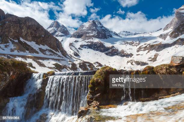 Maillet plateau. Troumouse glacier cirque. Hautes-Pyrenees department, Midi-Pyrenees region, France, Europe.