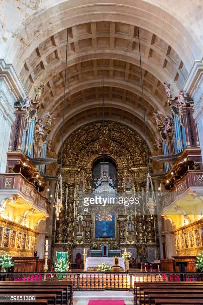 main altar of the sé nova, or new cathedral of coimbra - coimbra, portugal - kapel stockfoto's en -beelden