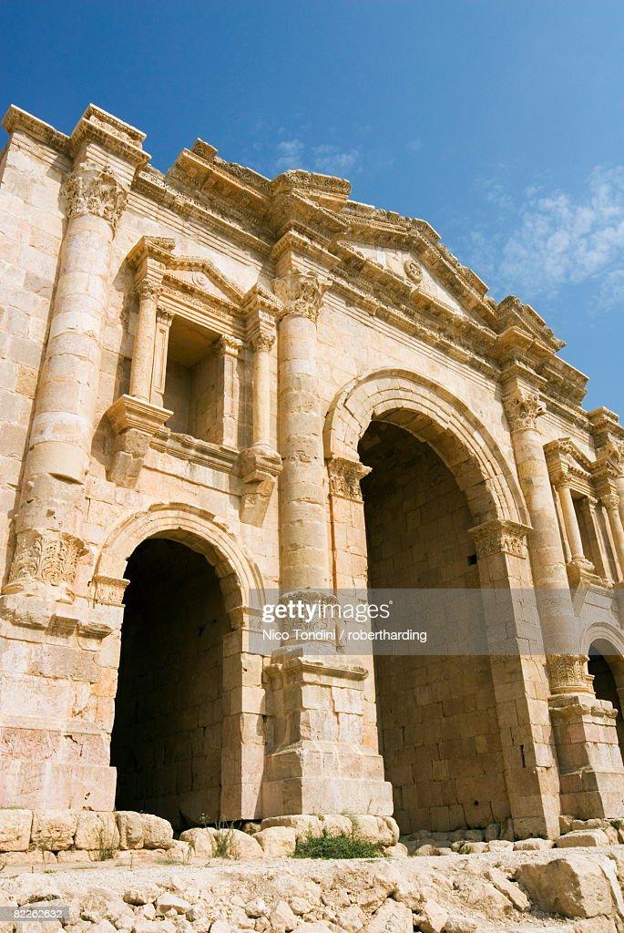 Main entrance, Hadrian's Arch, Jerash (Gerasa) a Roman Decapolis city, Jordan, Middle East : Stock Photo