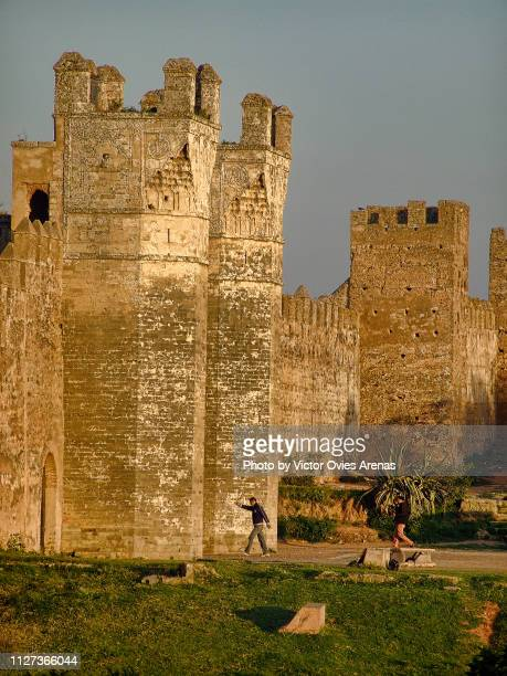main gate of the medieval fortified muslim necropolis of chellah in rabat, morocco - victor ovies fotografías e imágenes de stock
