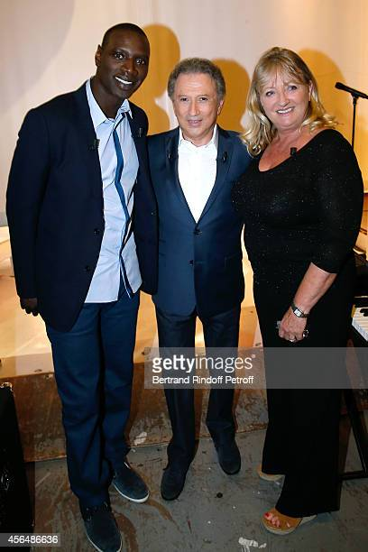 Main guest of the show and actor Omar Sy presenter of the show Michel Drucker and Charlotte de Turckheim presents the tTV show 'Vos objets ont une...