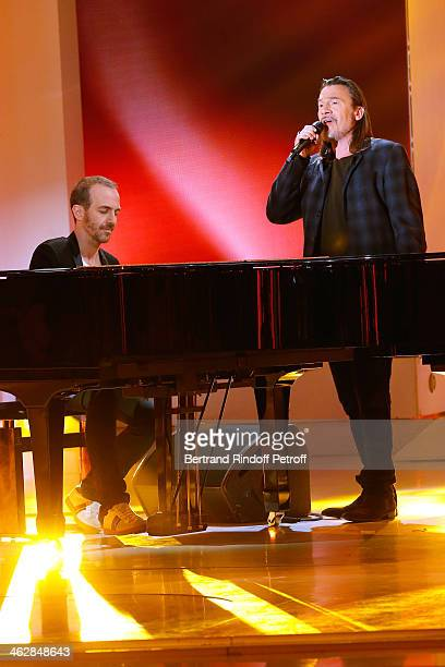 Main guest of the show, singer Florent Pagny and singer Calogero who is the songwriter and composer of 'Vieillir avec toi', the new album of Florent,...