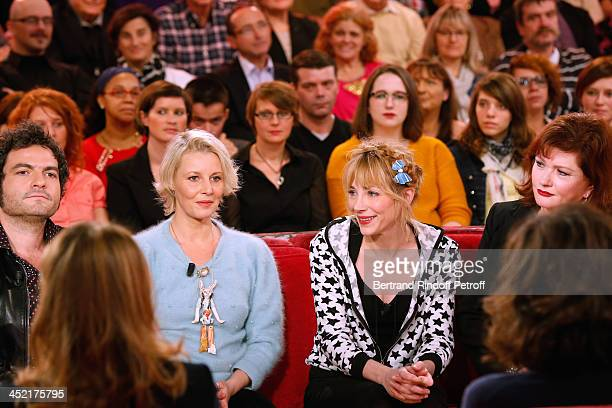 Main guest of the show singer Mathieu Chedid Actress and artist Florence Thomassin actresses Julie Depardieu and Catherine Jacob attend 'Vivement...