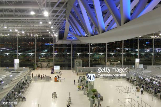 main hall of suvarnabhumi airport, bangkok international airport - argenberg fotografías e imágenes de stock