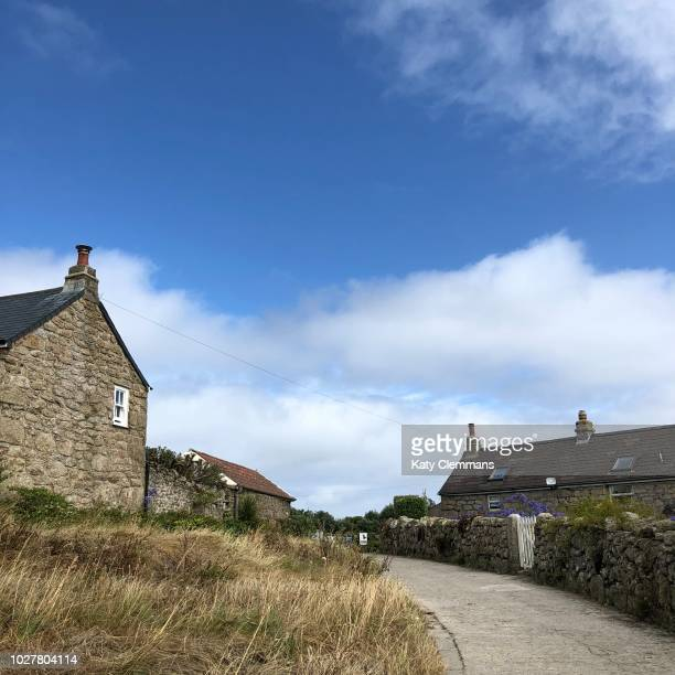 main road on st martins island, isles of scilly - steen bouwmateriaal stockfoto's en -beelden