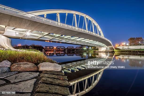 main street bridge in columbus - columbus ohio stock photos and pictures
