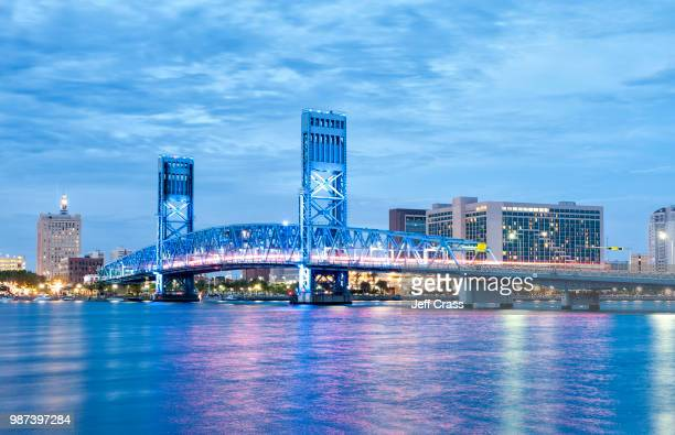 main street bridge over st. johns river in jacksonville, florida, north america. - jacksonville florida stock pictures, royalty-free photos & images