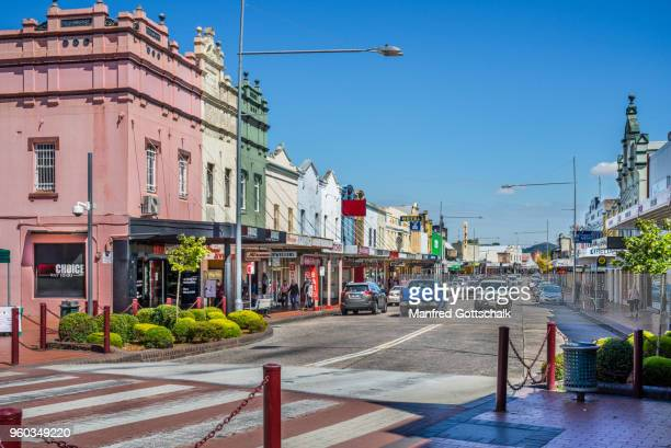 main street in the country town of lithgow on the western edge of the blue mountains - town stock pictures, royalty-free photos & images