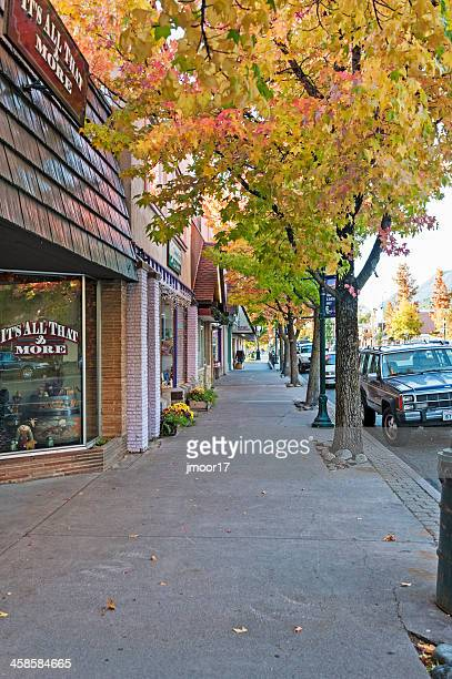 main street mount shasta - mt shasta stock pictures, royalty-free photos & images