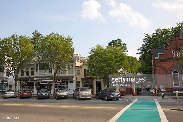 main street, stockbridge, massachusetts, the berkshires, u.s.a. - norman rockwell stock-fotos und bilder