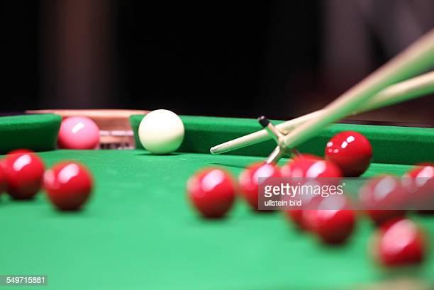 Main Tour Event im Tempodrom feature Cue Hilfscue rote Kugeln pink Kugel gelocht Sport Snooker Billard Berlin German Masters im Tempodrom