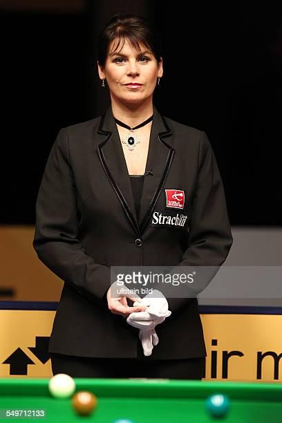 Main Tour Event im Tempodrom - Michaela Tabb Schiedsrichter Referee, Halbfinale , Sport, Snooker Billard, Berlin German Masters im Tempodrom,