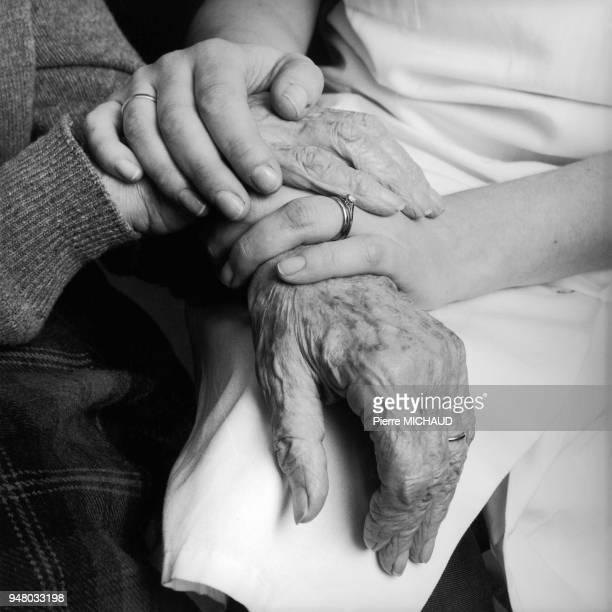 Mains dans les mains Mains dans les mains