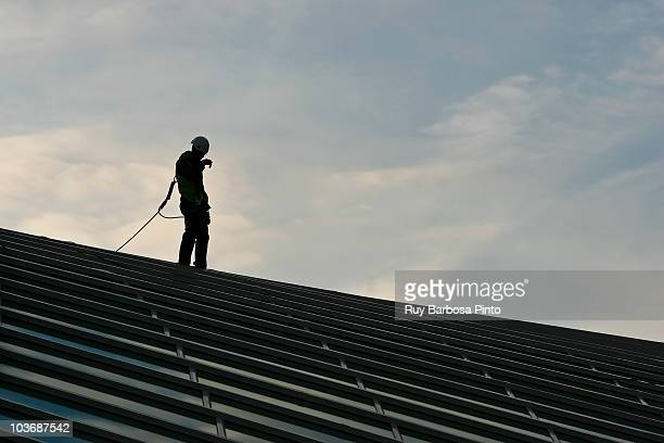 maintenance at liège guillemins station - maintenance engineer stock pictures, royalty-free photos & images