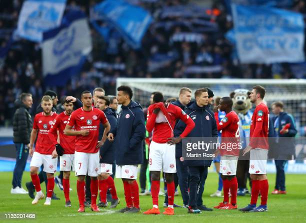 Mainz 05 players look dejected following the Bundesliga match between Hertha BSC and 1. FSV Mainz 05 at Olympiastadion on March 02, 2019 in Berlin,...