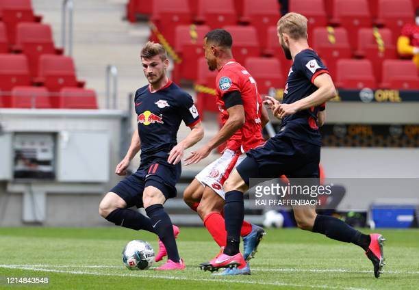 Mainz' Swedish midfielder Robin Quaison and Leipzig's German forward Timo Werner vie for the ball during the German first division Bundesliga...