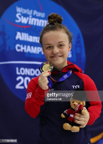 Maisie Summers-Newton with her gold medal after winning the Women's 200m IM SM6 Final on Day Three of the London 2019 World Para-swimming Allianz...