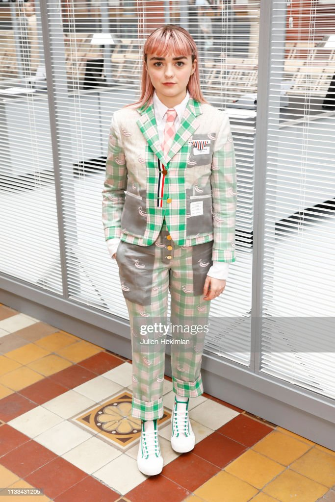 maisie-williams-attends-the-thom-browne-show-as-part-of-the-paris-picture-id1133431205