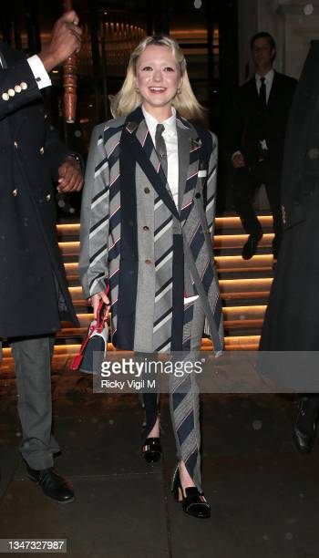 Maisie Williams seen leaving Corinthia hotel on October 18, 2021 in London, England.