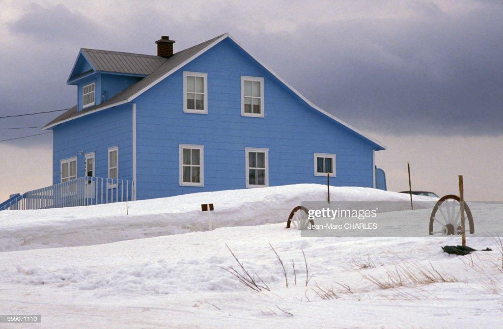 Maison en bois à Cap-des-Rosiers, en janvier 1990, Canada. News ...