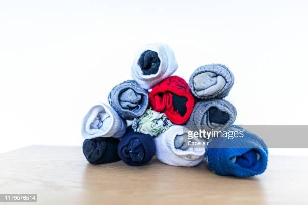 maison - tas de chaussettes diformes - pair stock pictures, royalty-free photos & images