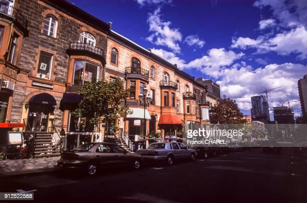 Maisons d'un quartier residentiel a Montreal en octobre 2003 Canada