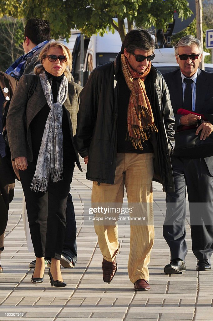 Maite Zaldivar (L) arrives at Malaga court in the last day for the ongoing trial for alleged money-laundering and embezzlement on January 29, 2013 in Malaga, Spain. The 2006 scandal has put nearly 100 people on trial for alleged involvement in bribes to city officials by property developers for planning permissions.
