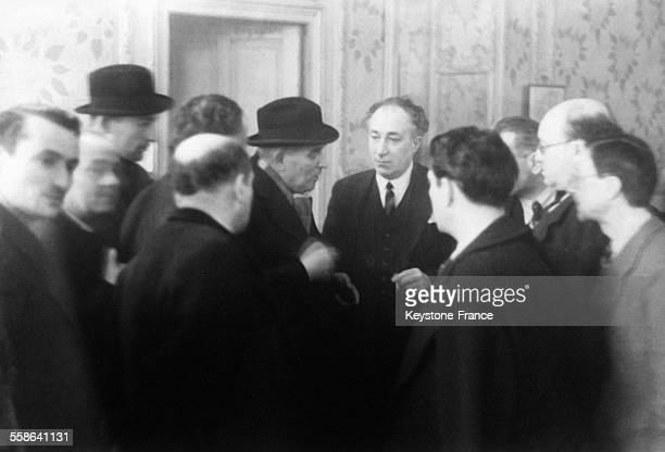 Maitre Ribet faisant une déclaration aux journalistes au cours de la quatrième séance du procès à Riom France en 1942