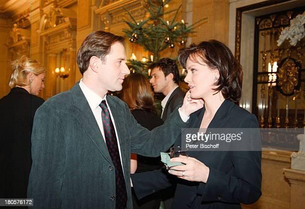 Maja Maranow Stefan Kurt Komparsen ZDF6TeilerDie Affäre Semmeling Regie Dr DieterWedel Hamburg Rathaus WeihnachtsfeierTannenbaum streicheln Glas