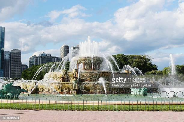 Majestic Buckingham Fountain In A Sunny Day In Chicago