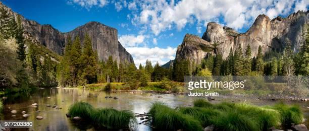majestic landscape on sunny day, yosemite national park, california, usa - yosemite nationalpark stock pictures, royalty-free photos & images