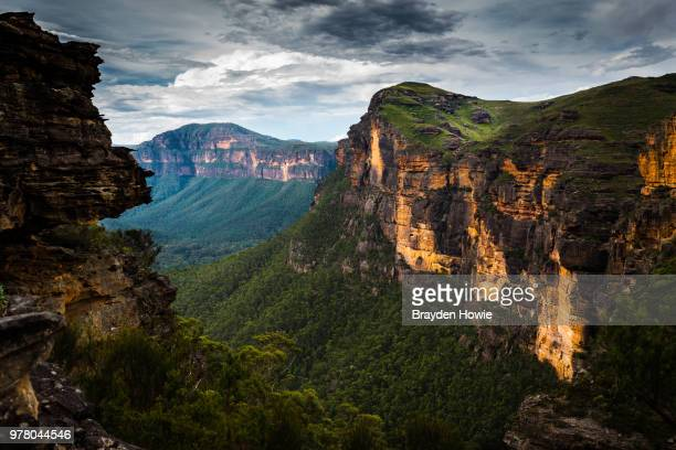 majestic mountain landscape, blue mountains, sydney, australia - great dividing range stock-fotos und bilder