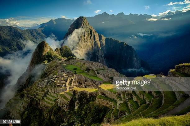 majestic mountain landscape, machu picchu, peru - paisajes de peru fotografías e imágenes de stock