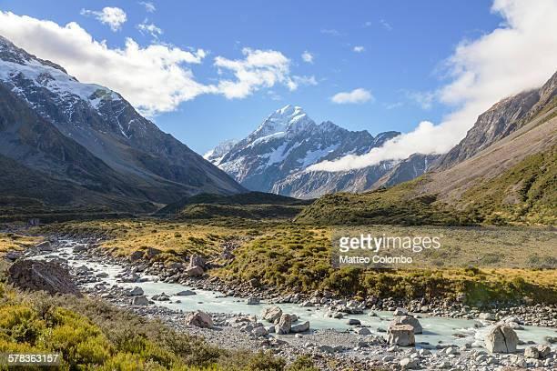 majestic mt cook peak in a sunny day, new zealand - alpes do sul da nova zelândia - fotografias e filmes do acervo