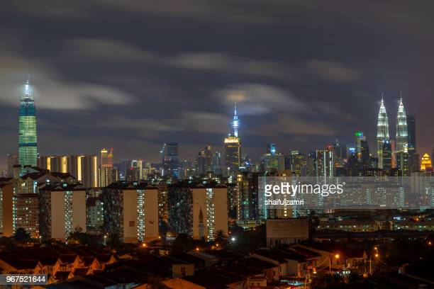 majestic night landscape of downtown kuala lumpur, malaysia - shaifulzamri foto e immagini stock