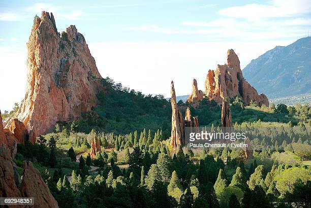 majestic rock formations in the garden of the gods - garden of the gods stock photos and pictures
