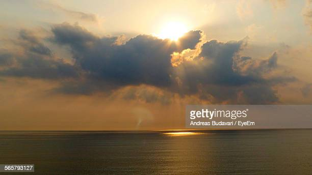 majestic sunburst over calm sea - vero beach stock pictures, royalty-free photos & images
