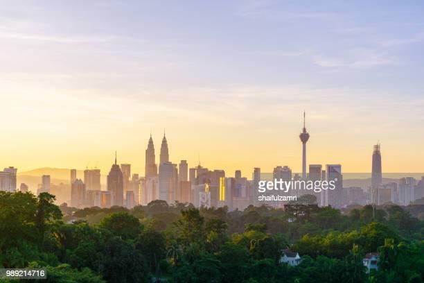 majestic sunrise over downtown kuala lumpur, malaysia - shaifulzamri stock-fotos und bilder