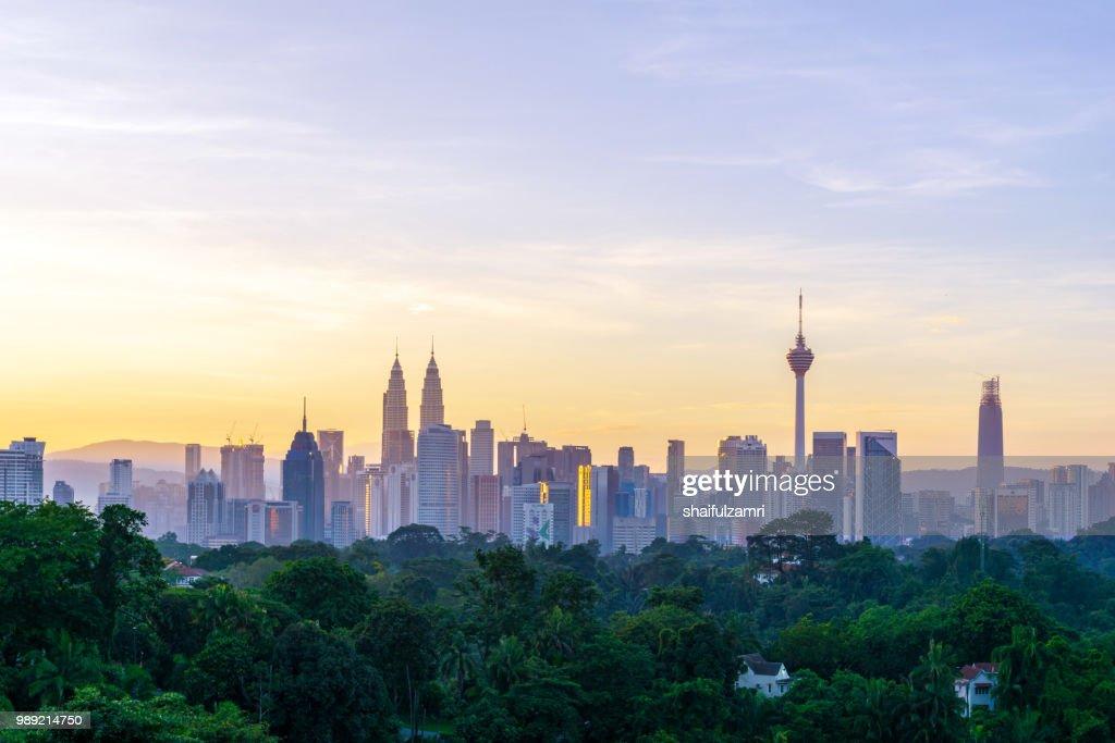Majestic sunrise over downtown Kuala Lumpur, Malaysia : Foto de stock