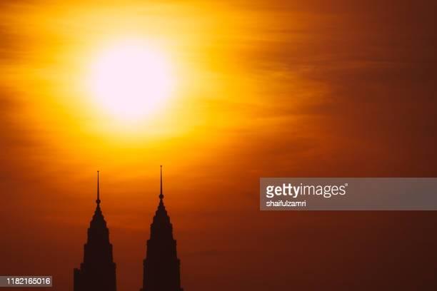 majestic sunrise over downtown kuala lumpur - shaifulzamri 個照片及圖片檔