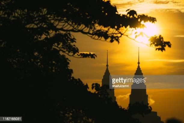 majestic sunrise over downtown kuala lumpur - shaifulzamri stock-fotos und bilder