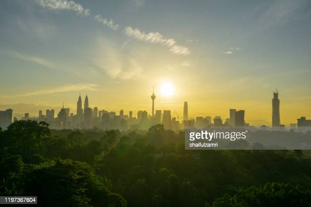 majestic sunrise view over down town kuala lumpur, malaysia. - shaifulzamri fotografías e imágenes de stock